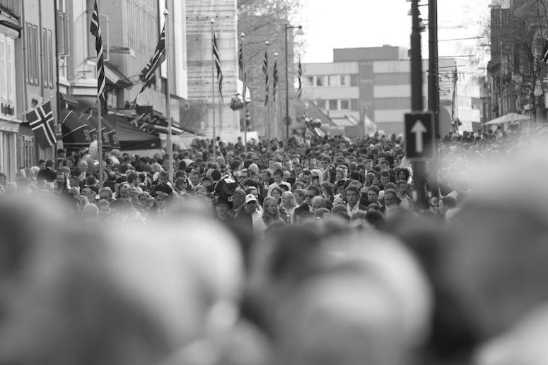NORSKE PSYKOLOGER: Hvor mange psykologer tror du feirer 17. mai i Norge? Her representert med nasjonaldagen i Tromsø. Foto:ØyvindAndreassen/Flickr.