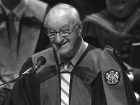 ÆRESDOKTOR: Sommeren 2013 ble Albert Bandura æresdoktor ved University of Ottawa. I månedens video forteller han om betydningen av selvdrevne valg, støttende omgivelser og tilfeldigheter. Foto:UniversityofOttawa.