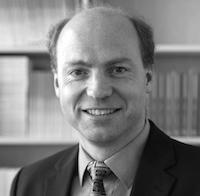 FAVORISERER: Dommeren favoriserer hjemmelaget, sier forskeren Mathias Sutter. Foto: Det europeiske universitetsinstituttet.