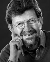LEGE OG FORFATTER: John Gunnar Mæland drøfter i boken Hva er hels ehva som er kjernen i mental helse. Foto: Universitetsforlaget.