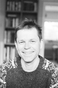 FORFATTER: Filosofen Helge Svare har skrevet bok om den gode samtalen. Foto: Pax forlag.