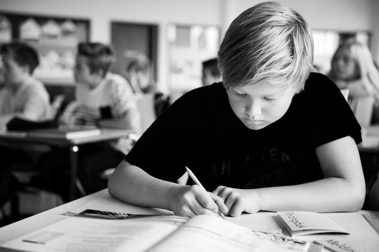 Fra 15 til 22 elever i klassen: Hvordan påvirker større klasse elevenes læringsmiljø og trivsel?