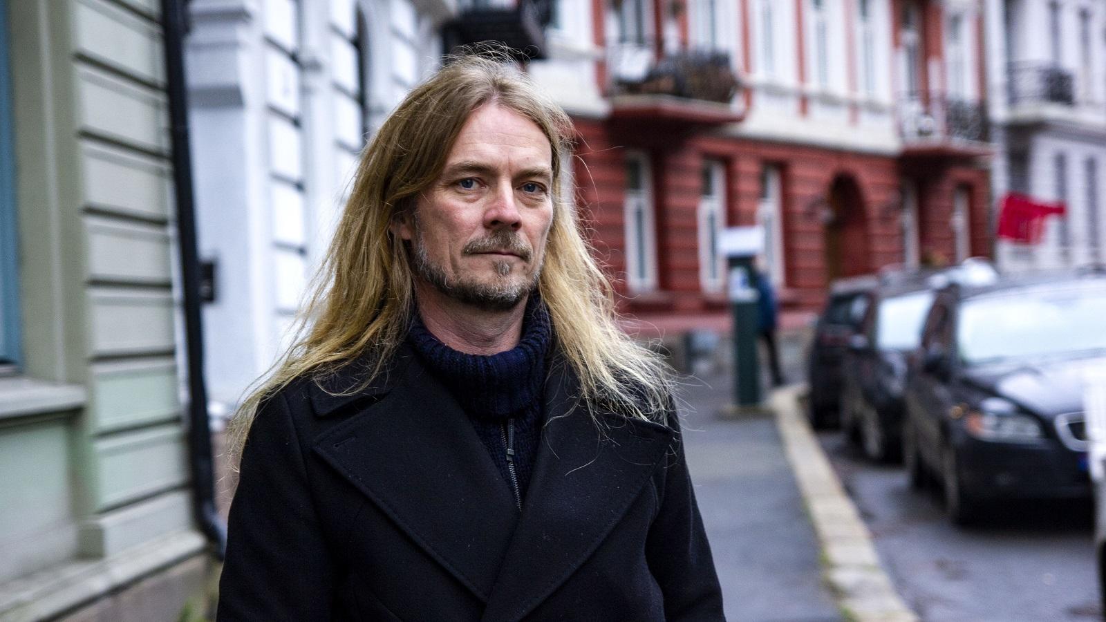 Peder Kjøs med ny bok om å være alene